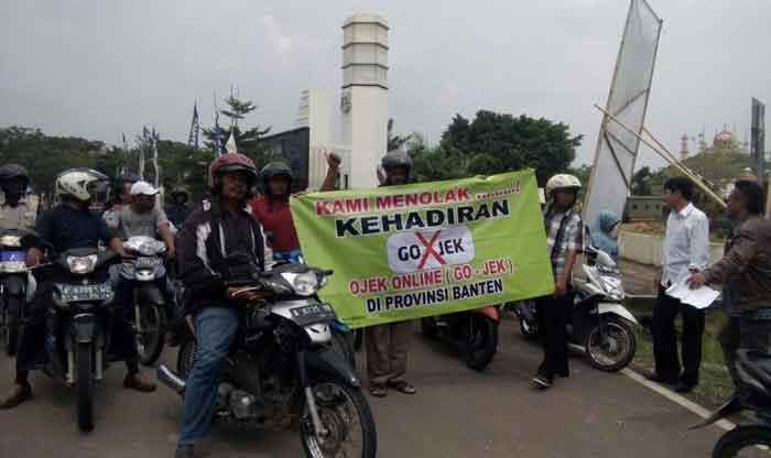 aksi demo Ojek Pangkalan Kota Serang