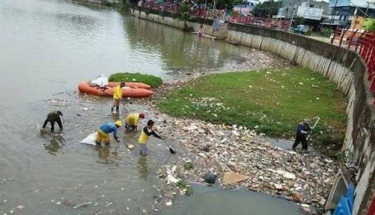 sampah sungai cisadane