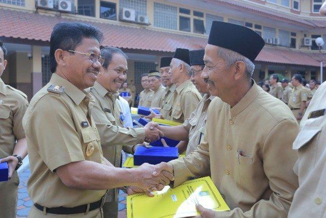 Pegawai Pemkot Tangerang Terima SK Pensiun