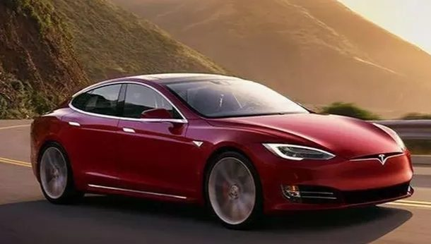 Ratusan Mobil Listrik Tesla Nyeluntur Sendiri Tanpa Digas Pena Merdeka